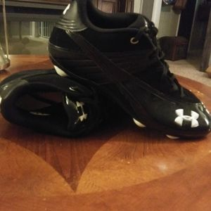 Mens Under Armour Football Cleat Shoes in EUC